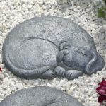 Bits and Pieces - Sleeping Dog Stepping Stone - Facing Right - Decorative Garden Art: Amazon.co.uk: Garden & Outdoors